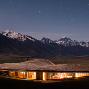 The Lindis sits in 6,000 acres surrounded by conservation parks on New Zealand's South Island