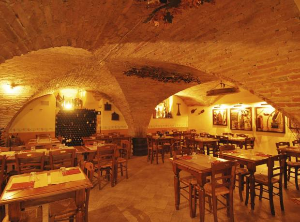 Pane e Vino restaurant in Cortona, housed in the old cellars of a 14th-century building