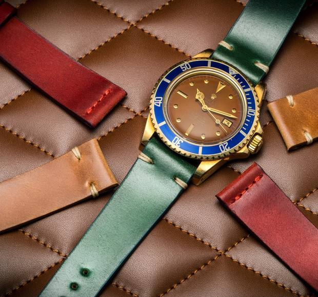 Menicucci's custom straps include designs with two contrasting colourblock stitches at the lug ends