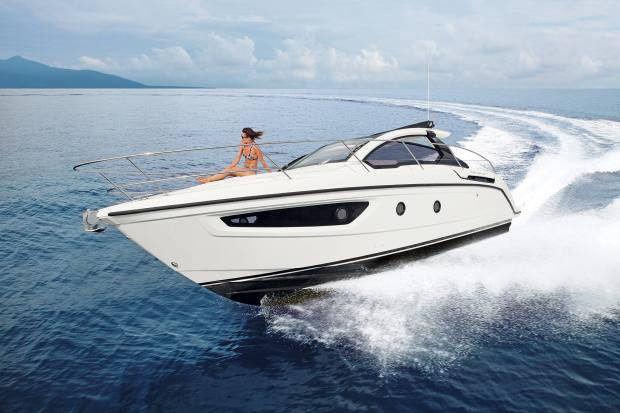 Azimut's Atlantis collection starts withthe sporty 10m Atlantis 34,€232,800