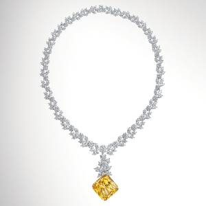 Harry Winston's replica of the How to Lose a Guy in Ten Days necklace, £1.1m