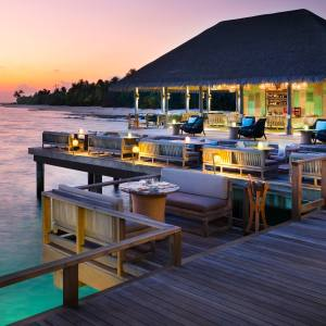 Chef Alistair Birt will host cacao-cocktail courses in Vakkaru Maldives' Lagoon Bar