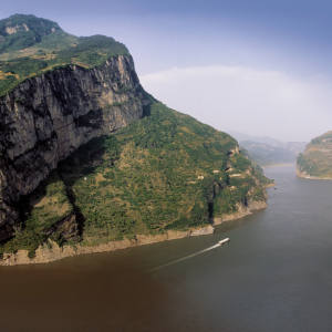 Xiling, the longest and formerly most dangerous of the gorges because of its shallows.