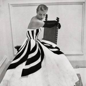 A model wearing an Antonelli gown (from the Giorgini Archive)