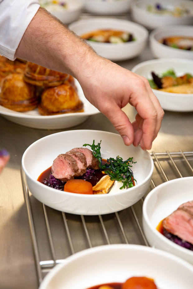 Venison with red cabbage, parsnip and juniper