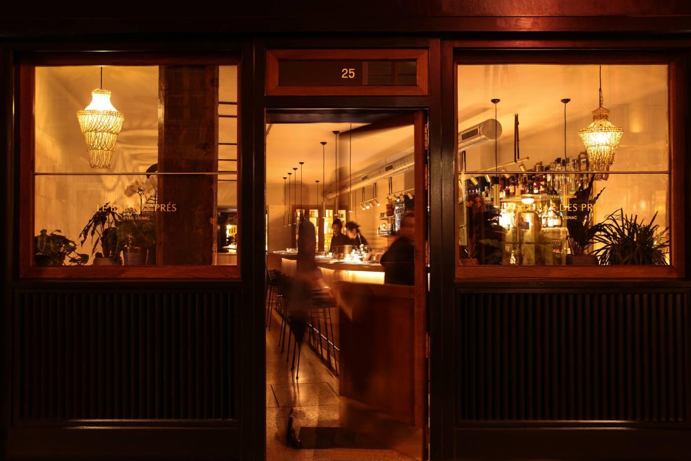 Le Bar des Prés is a smart bijou restaurant on Rue du Dragon