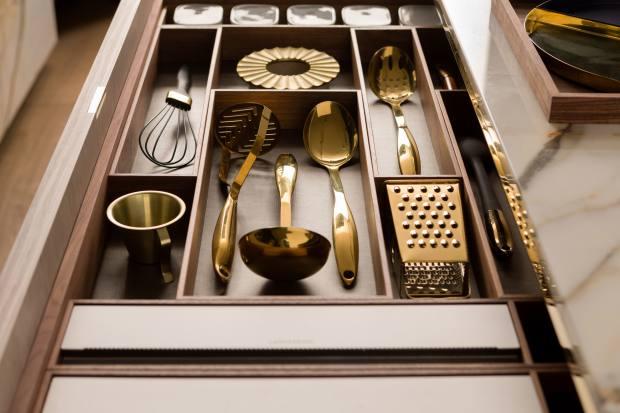 Kitchen utensils neatly housed in a custom Lanserring drawer
