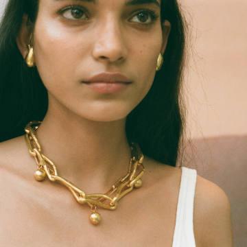 "Alighieri's ""Old Town"" pop-up jewellery store brings a Florentine feel to London"