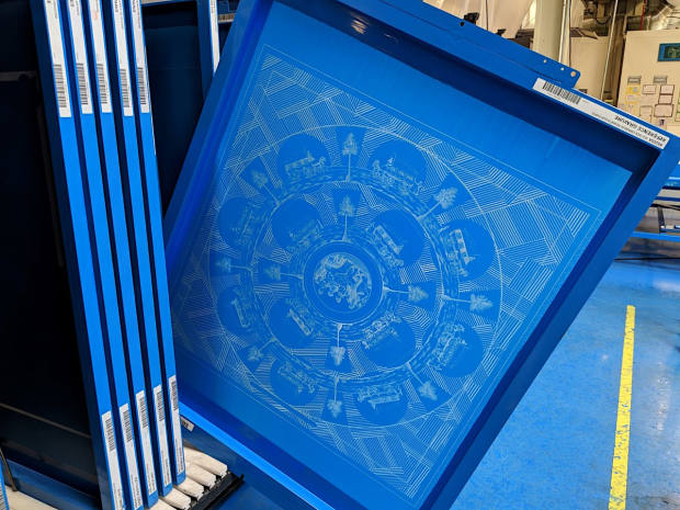 The method used is screen printing – often referred to in France as la méthode Lyonnaise