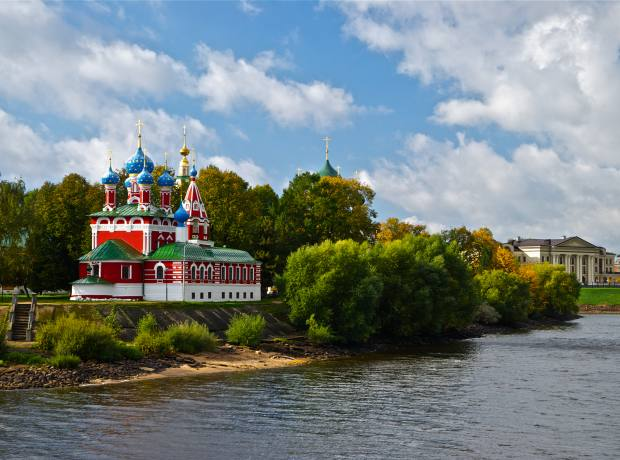 Cruising past the Church of Dmitry in the Golden Ring city of Uglich.