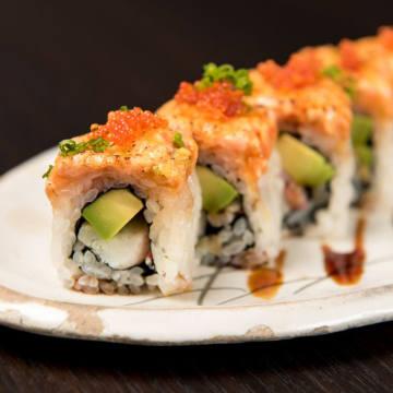 Head sushi chef Koturo Ishiguro making nigiri sushi