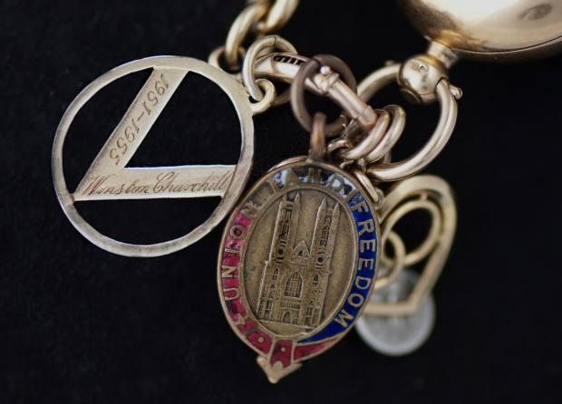 Chain details of Churchill's Breguet pocket watch No 765