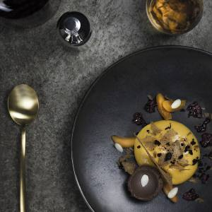 Apricot, Kalamata olive and bromberry dessert with Merwut-Wermut wine by Dorst und Consorten