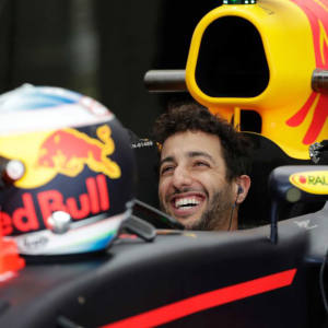 Meet Daniel Ricciardo in Monaco for a three-hour meeting during which he will race successful applicants on a professional Grand Prix simulator