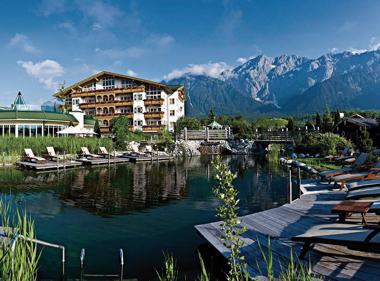 Alpenresort Schwarz has a 180° wraparound natural bathing lake.