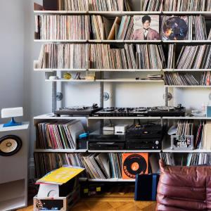 Vinyl, books and turntables in sculptural lighting designer Lindsey Adelman's living room