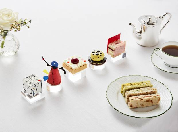 The five cakes in the Art Afternoon Tea menu