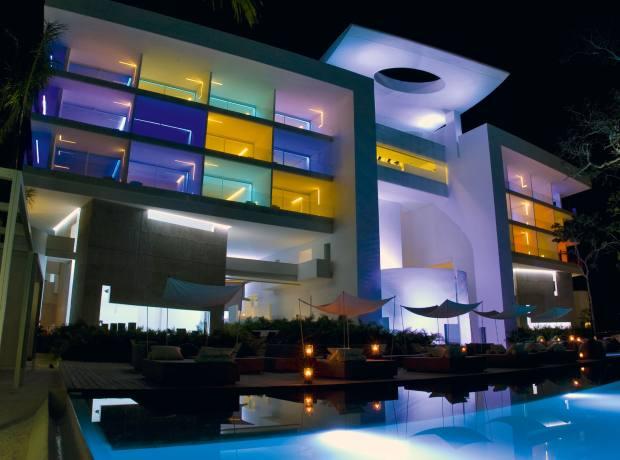 Exterior of the Hotel Encanto, Acapulco.