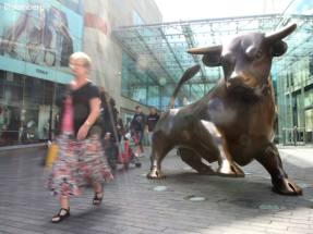 Hammerson swings to a loss as valuations fall