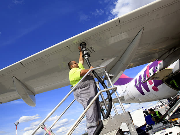 Wizz Air cuts profit forecasts