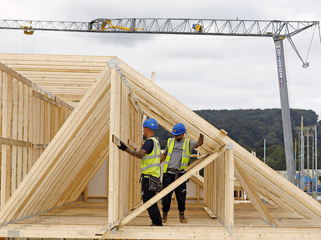 Construction slows as Brexit fog thickens
