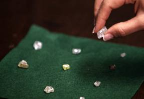 No sparkle for diamonds after hopes of 2020 recovery