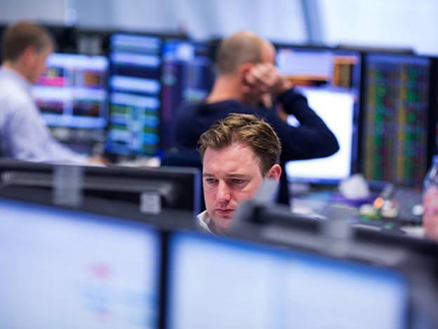 CMC Markets cuts revenue guidance