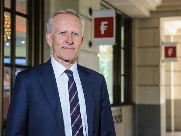 Fidelity bond veteran Ian Spreadbury steps down