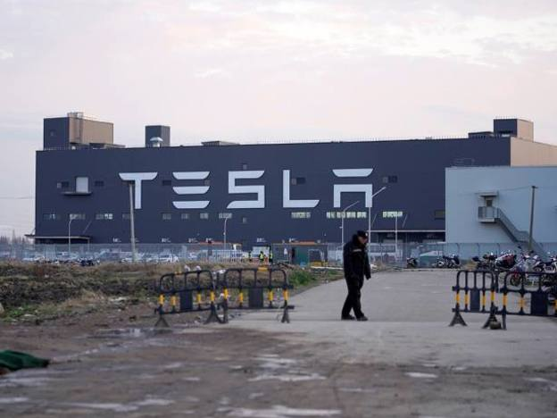 Is Tesla's share price surge an opportunity to sell?
