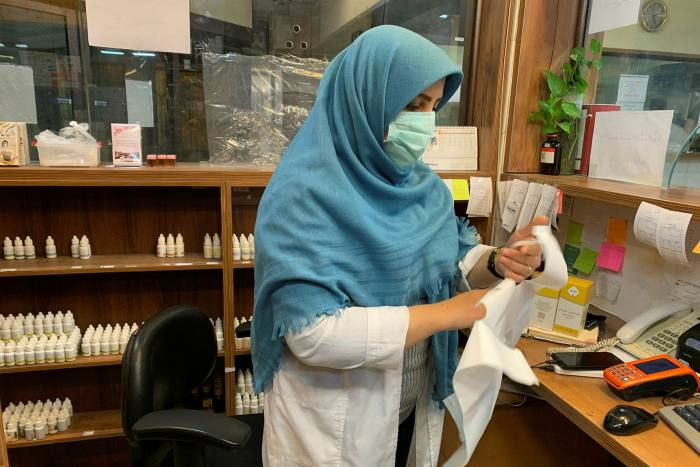 Rise in Iranian traditional medicine as Covid crisis grows ảnh 2