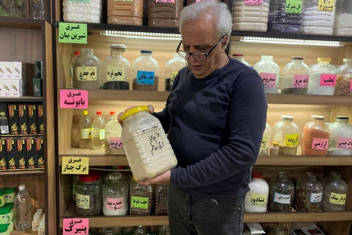 Rise in Iranian traditional medicine as Covid crisis grows ảnh 1