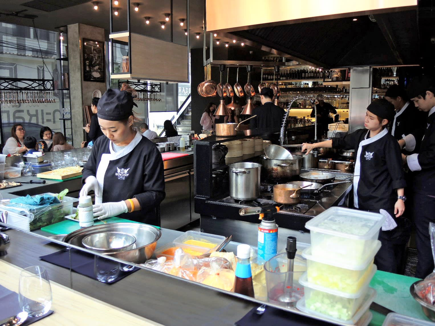 Iron Chef segues from TV to restaurant in Bangkok - Nikkei ...
