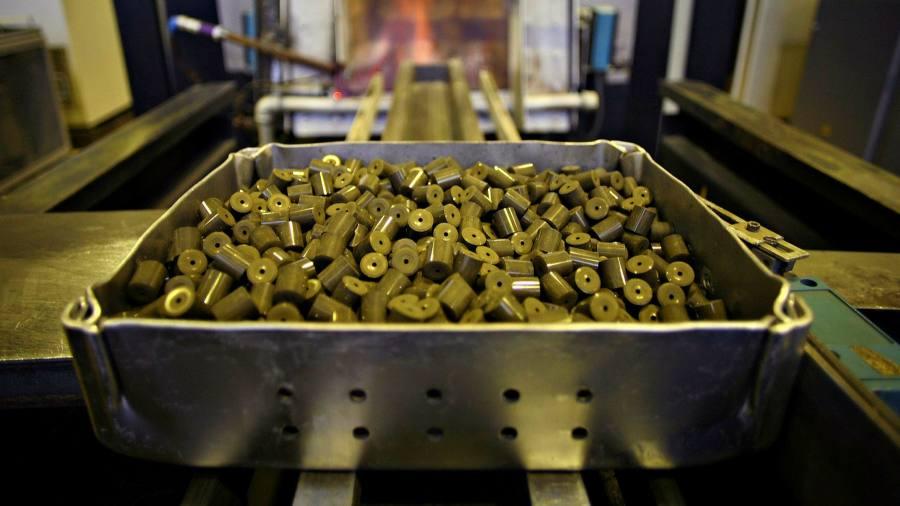 Uranium bucks weak commodity trend
