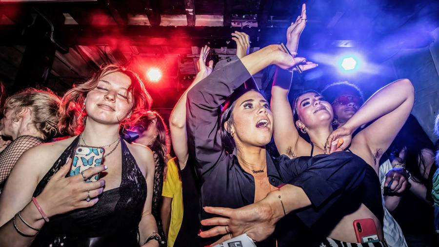 'Pingdemic' leaves 25% of English nightclubs dealing with closure or diminished hours