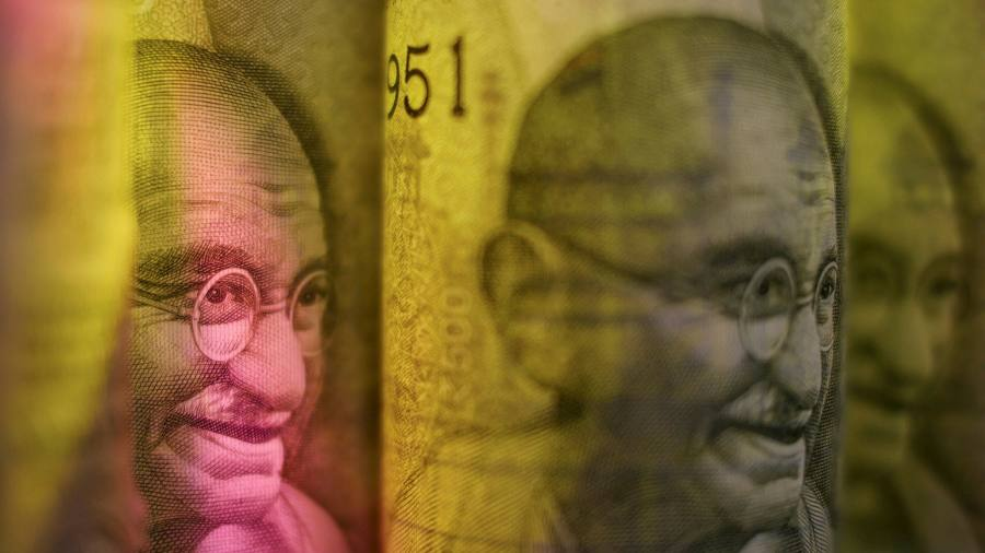 The Indian rupee is falling as Covid threatens the recovery of the new wave