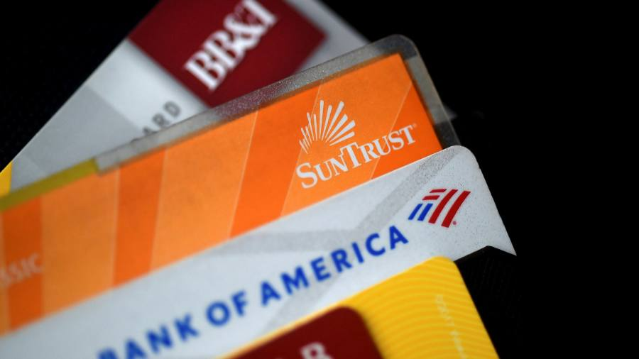 U.S. lenders reduced their credit card debt despite an economic recovery