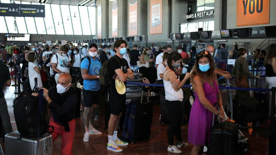 Photo of British holidaymakers scramble to leave France ahead of quarantine