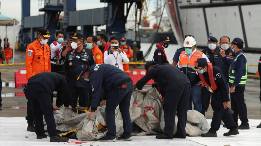 Indonesian authorities retrieve wreckage after airplane crash