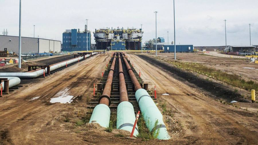 Canada's oil dependence tests Trudeau's green ambitions