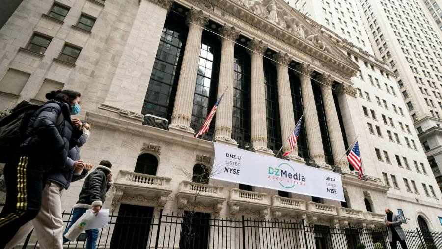 Shares on Wall Street close the week on record