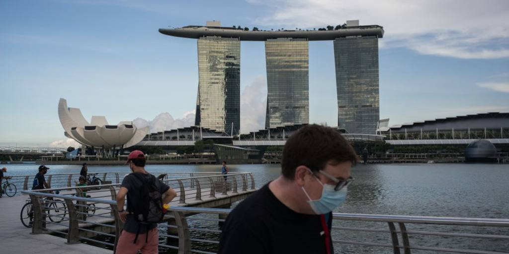 Singapore adds $23bn of virus relief after flagging 4-7% GDP fall