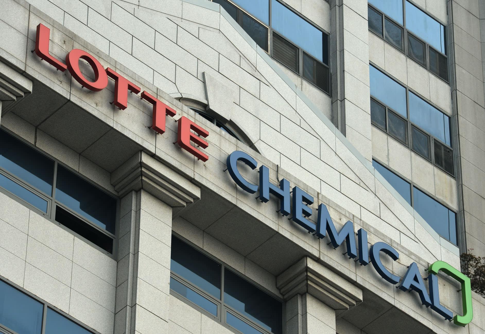 Lotte chemical titan ipo price